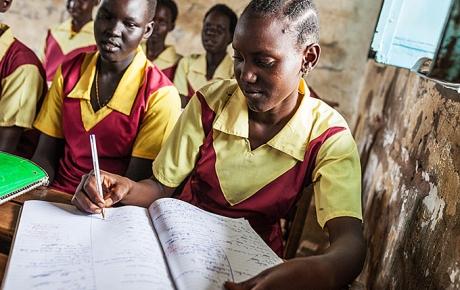 Pigerne her går på en pigeskole i Aweil. Foto: William Vest-Lillesøe