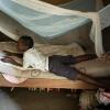 Hver søndag går Businge i kirke med sin familie. Inden han lægger sig til at sove om aftenen læser han i biblen. - Foto: Emmanuel Museruka