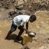 Vandet er beskidt. Derfor skal det koges, inden det kan bruges. - Foto: Emmanuel Museruka