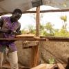 Et sæt med fire stole og et bord kan han sælge for cirka 150.000 shilling. Han har udgifter til træ for cirka 70.000 shilling. Det svarer til, at han tjener cirka 150 danske kroner. - Foto: Emmanual Museruka