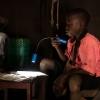 Joshua er flittig med lektierne. Han vil gerne gøre sin mor og bedstemor stolt. - Foto: Emmanuel Museruka