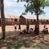 Skolen begynder kl. 7:30. Inden undervisningen skal eleverne have klaret deres pligter på skolen. For tiden samler Joshua ler til billedkunst. - Foto: Heidi Brehm