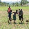 Joshua har skiftetøj med i skole. Han må ikke spille bold i sin skoleuniform. Han har kun én uniform. Og han har lovet sin mor at passe på den. - Foto: Emmanuel Museruka