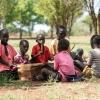 Der er mange elever på skolen, der spiller musik. Joshua kan bedst lide at synge eller danse. - Foto: Emmanuel Museruka