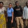Prellah bor hos sin fætter og hans kone. Her står Prellah sammen med dem og hendes onkel. - Foto: Emmanuel Museruka