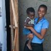 Prellah hjælper med at passe hendes fætters barn. - Foto: Emmanuel Museruka