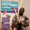 Aligo Francis fra Sydsudan spiller og synger. Foto: Lotte Ærsøe