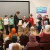Verdensmål 4 fra skoleeleverne til Undervisningsminister Merete Riisager. Foto: Lotte Ærsøe