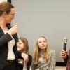 Eleverne stiller skarpe spørgsmål til undervisningsministeren. Foto: Lotte Ærsøe
