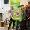 Verdensmål 4 for uddannelse fra danske skoleelever, overrakt af Arendse og Villads til Undervisningsminister Merete Riisager. Foto: Lotte Ærsøe