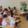 På skolen i Macarena skal man have skoleuniform på. Her er Elkins nye klasse. – Foto: Andreas Beck