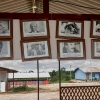 Rundt i lejren er der billeder og små statuer af kommandører og generaler. I hæren betød de meget. Alle var som en familie, og for mange var generalerne som en far.Sådan var det også for Keilers mor. – Foto: Andreas Beck