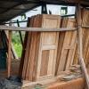 Der er værksteder. Nogle lærer at arbejde med træ her i træværkstedet. – Foto: Andreas Beck