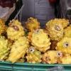 Frugten hedder pitaya. Den kan spises eller bruges til saftevand. Den findes også i lyserød - Foto: Heidi Brehm