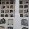Der er mange kister samlet i samme bygning på kirkegården - Foto: Heidi Brehm