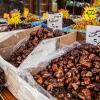 Tørrede dadler på et marked i Amman. I Jordan får man dadler til næsten alt. Når man kommer på besøg hos nogen serveres der som regel dadler. I ramadanen bryder man fasten med dadler. Foto: William Vest-Lillesøe