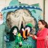 Oxfam har lavet et dukketeater, der skal lære børn om hygiejne og vand. Foto: William Vest-Lillesøe