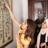 Shaheds familie har et stamtræ i deres stue. Man kan følge Shaheds forfædre mange hundrede år tilbage. De er alle jordanske jordanere. Shaheds storesøster peger på Shaheds navn. Foto: William Vest-Lillesøe
