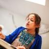 Muna læser højt for klassen i arabisktimen. - Foto: William Vest-Lillesøe