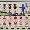 I klasseværelset hænger et billed af færdselsreglerne. - Foto: William Vest-Lillesøe