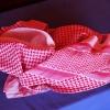 Mange mænd i Jordan bærer et tørklæde på hovedet. Man kalder det en shemagh eller keffiyeh. I Jordan er de for det meste røde og hvide. Foto: Line Agerlin Trolle