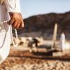 Bedekranse bruges i forskellige religioner. Blandt andet i islam, hvor de kan bruges til at koncentrere sig, når man skal sige trosbekendelsen. Foto: William Vest-Lillesøe