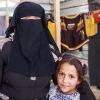 En niqab er et tørklæde som dækker hår og ansigt. Kun øjnene er synlige. Niqaben stammer fra beduinerne, som har brugt den til at beskytte ansigtet mod sand og støv. Foto: William Vest-Lillesøe