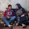 Palæstinensiske jordanere går ofte i farverigt tøj. Tøjet minder om beduinernes tøj men er ofte udsmykket med flotte broderier med mange detaljer. Foto: William Vest-Lillesøe