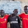 Tre drenge fra skolen i landsbyen Bajarial langt ude på landet i sumpen al-Sudd. Foto: William Vest-Lillesøe