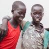 Ngor og Chan er 12 år og tvillinger. De bor i byen Aweil og sørger for familien ved at pudse sko - Foto: William Vest-Lillesøe