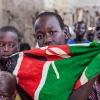 Sydsudan er verdens yngste land. Børnene her er stolte af deres land og flag. De håber på, at der snart bliver fred i landet - foto: William Vest-Lillesøe