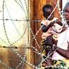 Det er stadig nødvendigt med flygtningelejre i Sydsudan. Lejrene bliver beskyttet af hegn og soldater - foto: Jonathan Jerichow