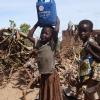 Mange børn arbejder meget i Sydsudan. Det gælder både piger og drenge - foto: Sara Skovgaard