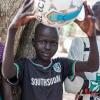 James med en ny fodbold - at gå i skole og spille fodbold er noget af det bedste, James ved - foto: William Vest-Lillesøe