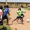 I Sydsudan er mange også vilde med fodbold. - foto: Karina Klevian