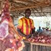 Hos slagteren kan man købe kød i store mængder, hvis man har råd. For kød er dyrt. - foto: William Vest-Lillesøe