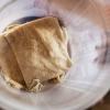 Madpandekagerne, der hedder kisra, foldes til firkanter. - foto: William Vest-Lillesøe