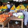 På markedet i Aweil kan man købe mange slags frugt. - foto: Vibeke Rask
