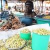 Bønner i massevis på markedet i Yei. - foto: Hanne Selnæs