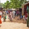 Der er travlt på markedet i Aweil - foto: William Vest-Lillesøe