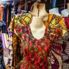 Flotte kjoler med mønstre og farver på markedet i Aweil - foto: William Vest-Lillesøe