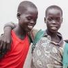 Ngor og Chan er tvillinger - det er Ngor i den lyse skjorte og Chan i den røde t-shirt - foto: William Vest-Lillesøe