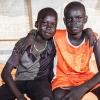 Simons bedste ven hedder Gat Wech - her sidder de to drenge på sengen i Simons telt - foto: William Vest-Lillesøe